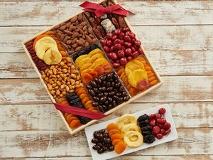 Deluxe Dried Fruit and Nut Gift Tray