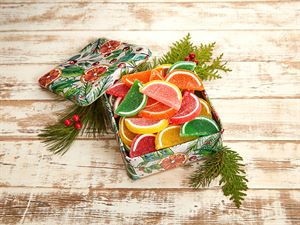 Fruit Slices in Gingerbread tin